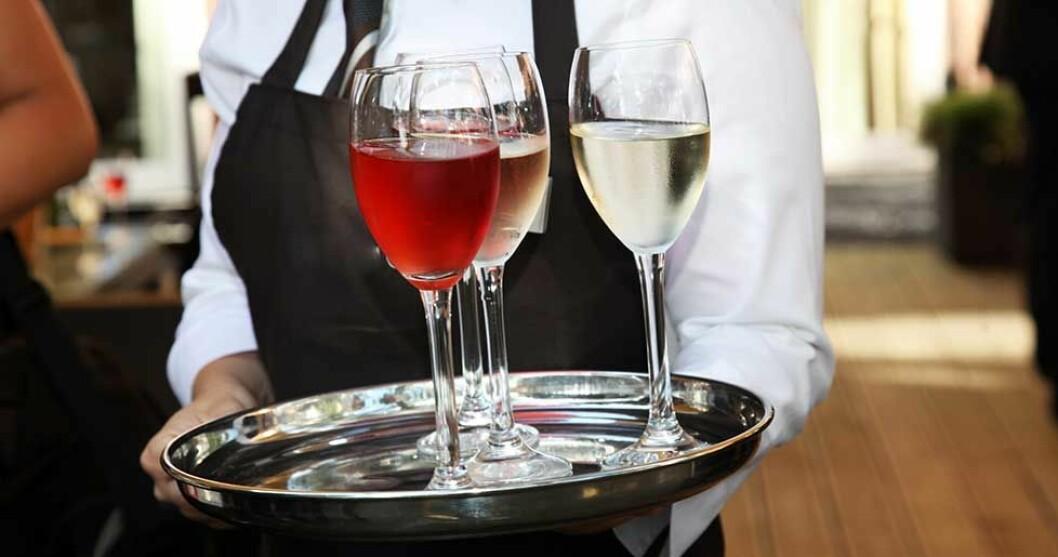 Väljer du rött eller vitt vin till middagen? Foto: IBL