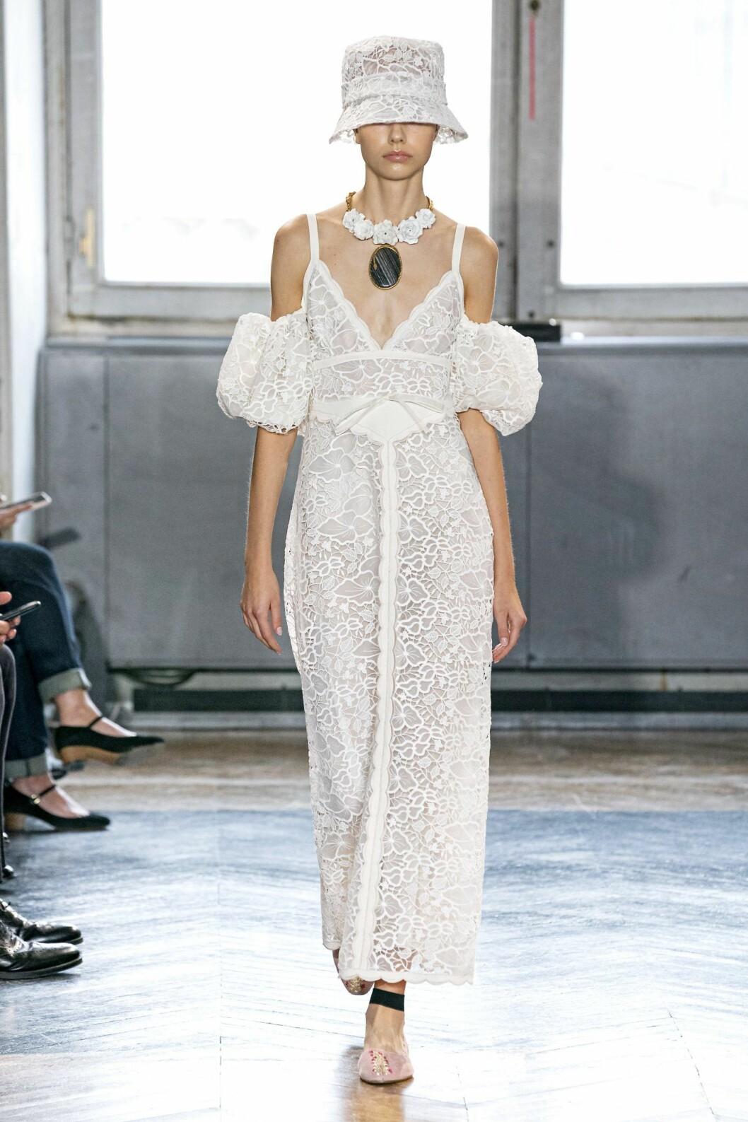Spetsklänning från Giambattista Valli ss20