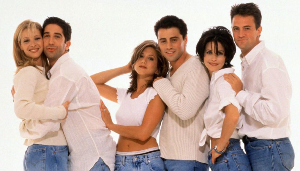 skådespelarna från Vänner i vita tröjor och blå jeans