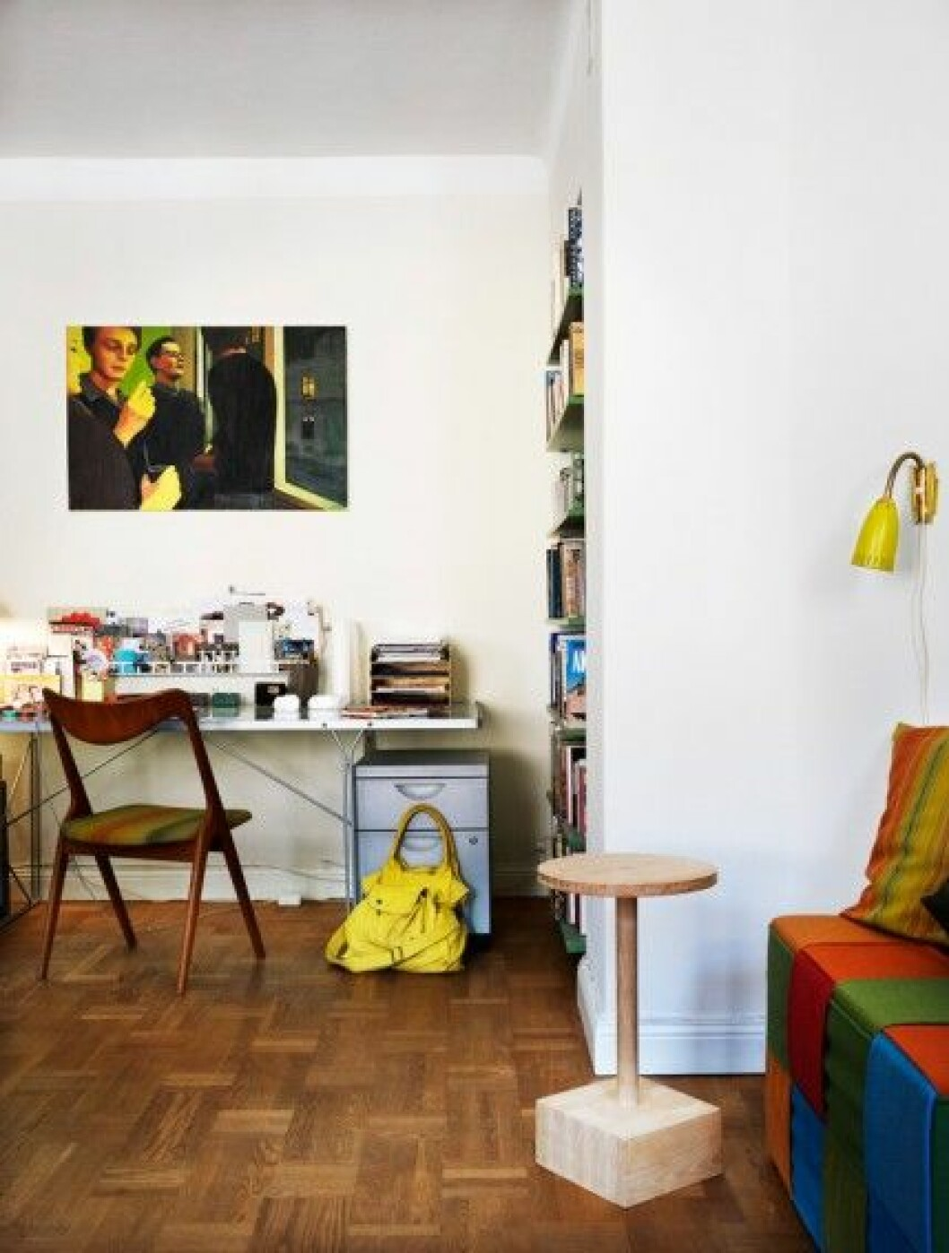 vardagsrum-arbetsplats-inbyggd-bokhylla-foto-Patric-Johansson
