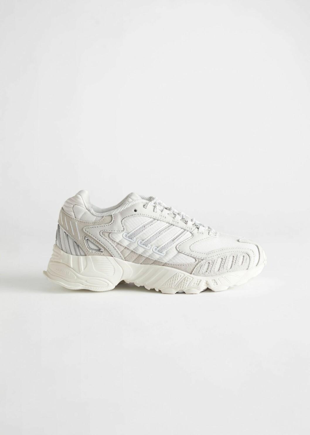 Sneakers från Adidas.