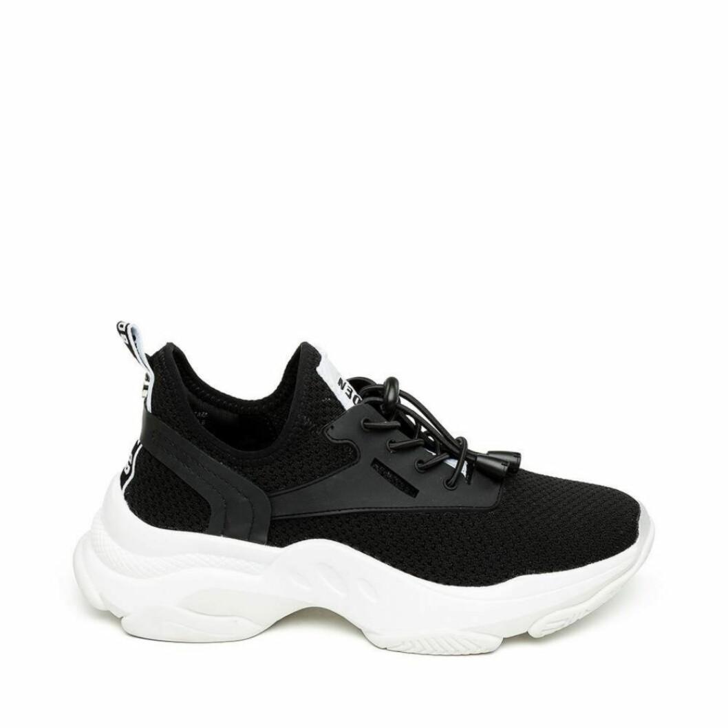 Svarta snygga sneakers med en rejäl sula i vitt från Steve Madden.