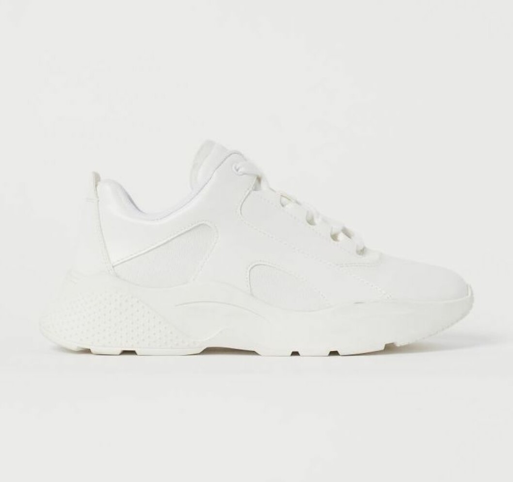 Vita sneakers med rejäl sula från hm.