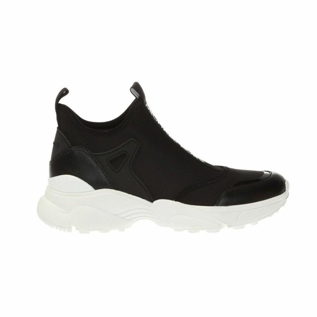 """Svarta """"slipin"""" sneakers med skön passform utan snörning från Michael michael Kors."""