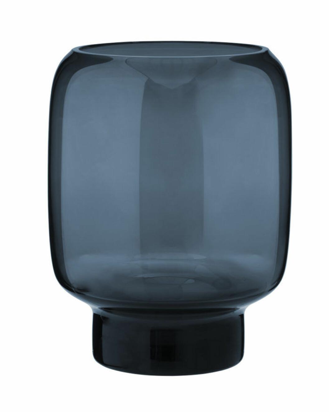 Mörkblå vas i genomskinligt glas
