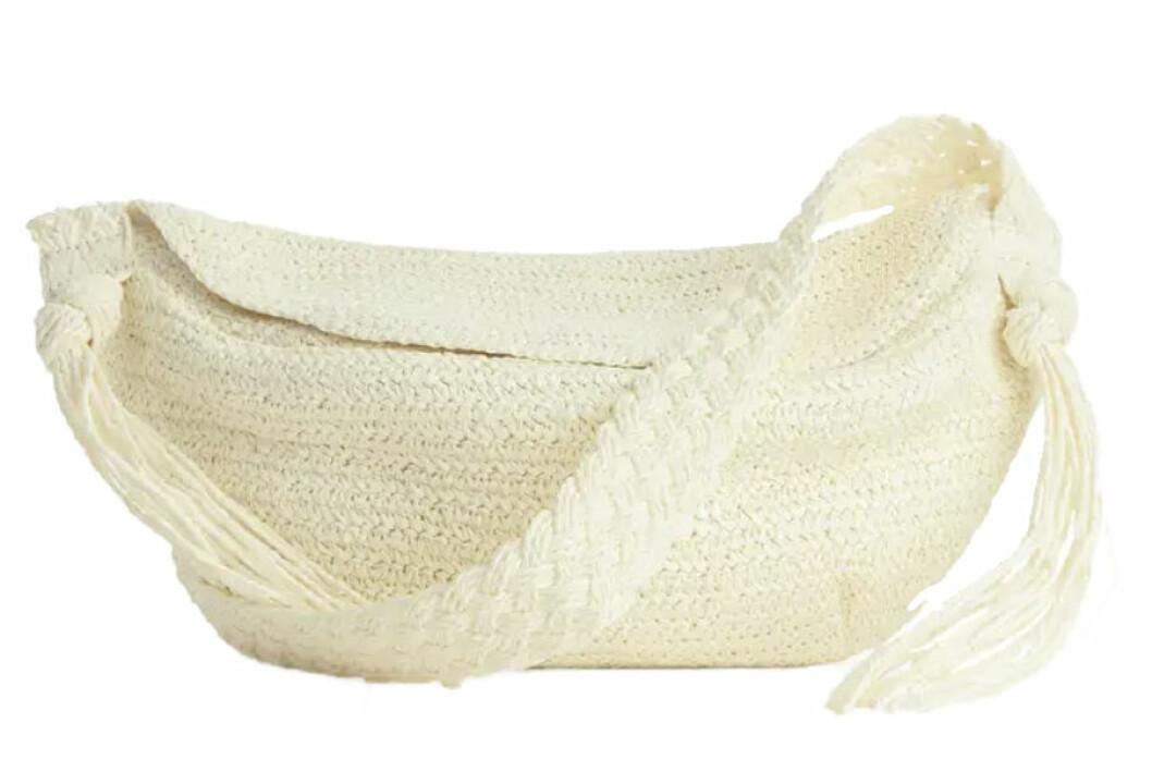 vit stråväskan i off-white från arket.