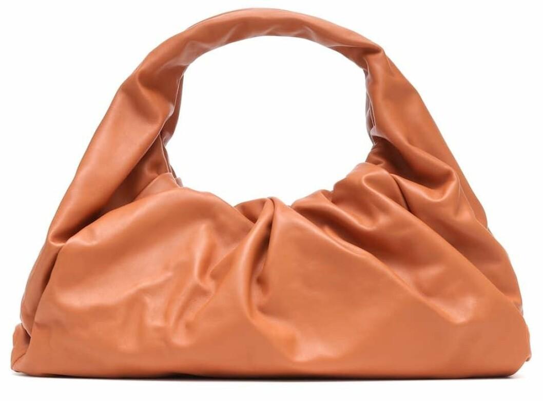 Årets trendväska från Bottega Veneta i rostig orange.