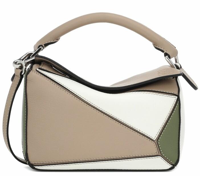 Väskan Puzzlebag från Loewe i kombinationen grå, vit och grön.