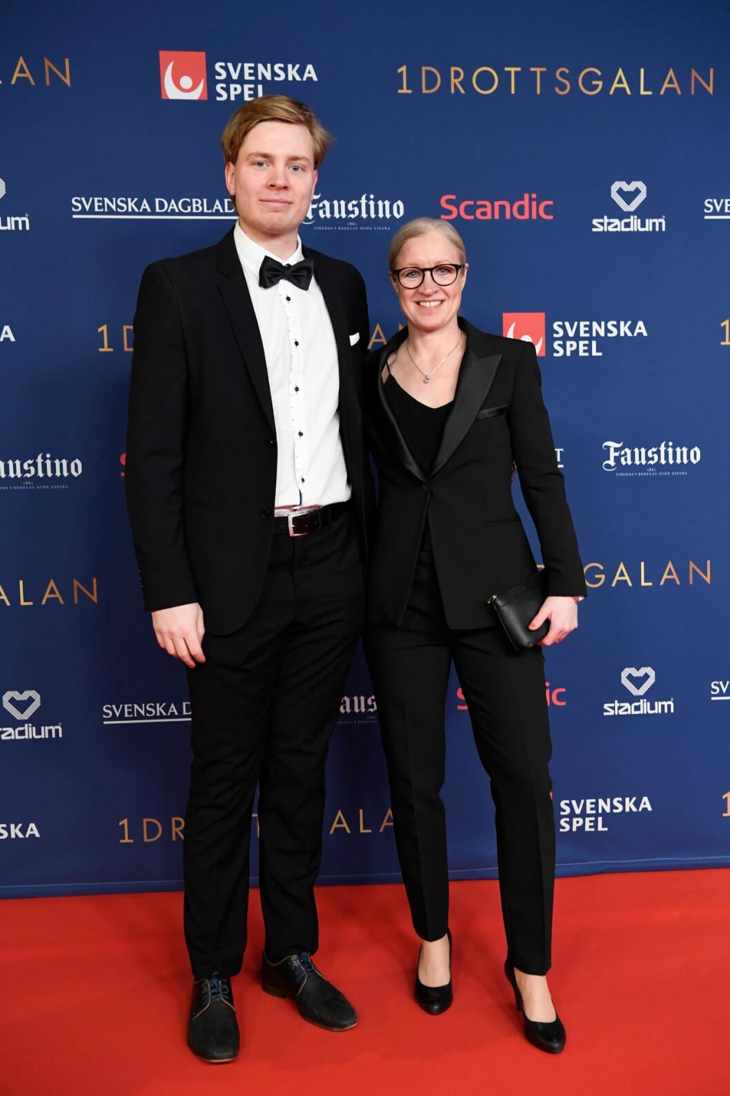 Victoria Sandell Svensson med sällskap på röda mattan på Idrottsgalan 2020