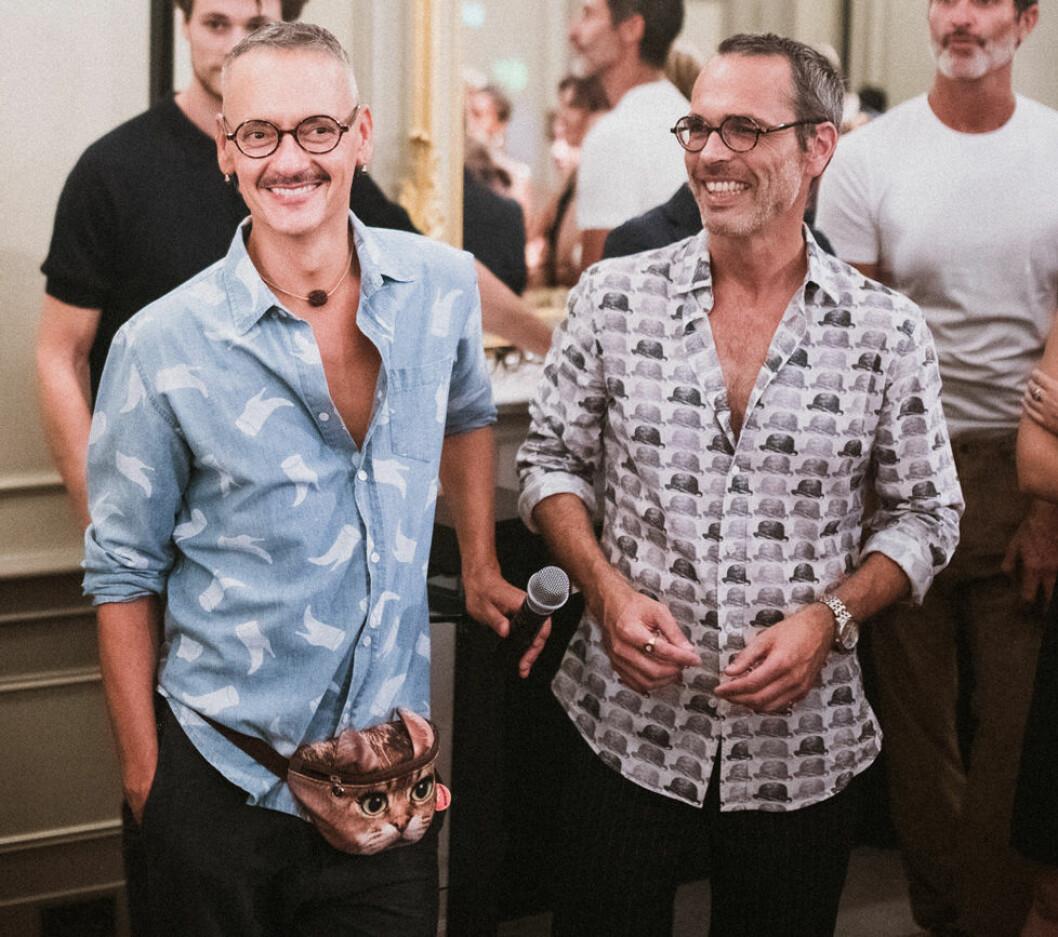Designduon Viktor&Rolf i mönstrade skjortor skjortor.