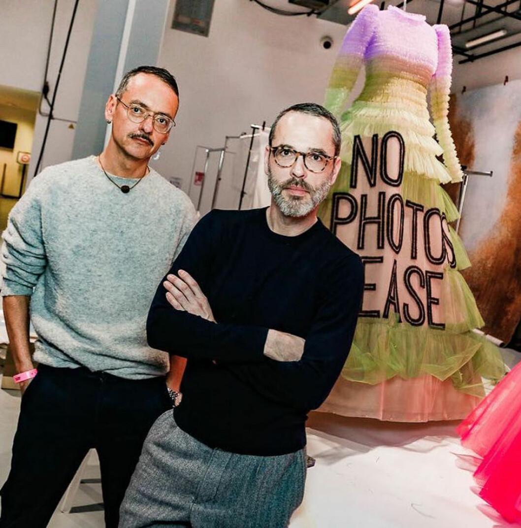 Designduon Viktor&Rolf i stickade tröjor