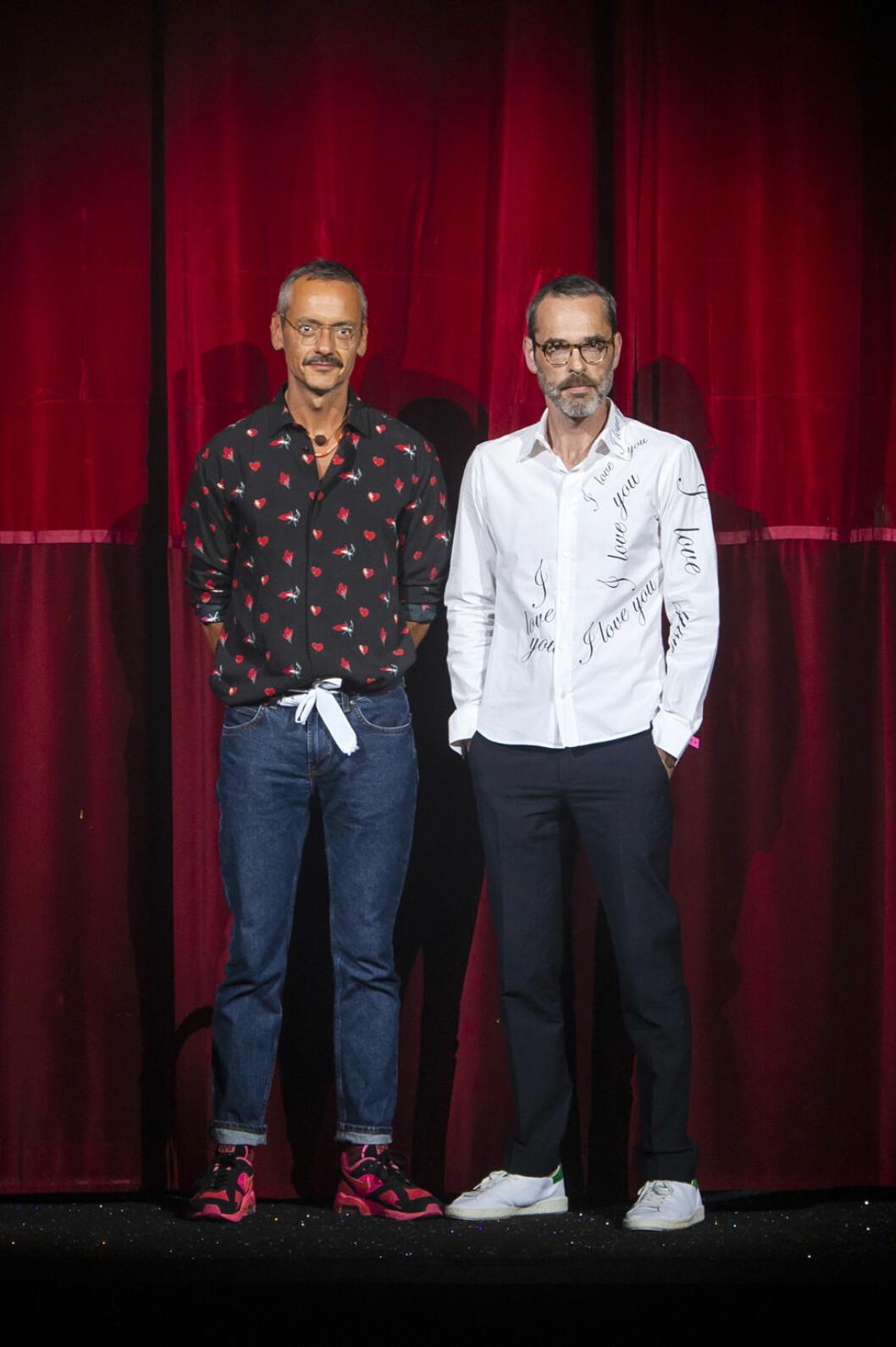 Designduon Viktor&Rolf i skjorta och jeans