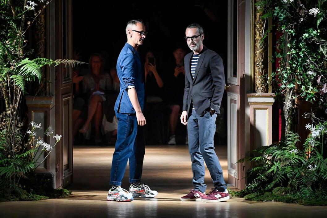 Designduon Viktor&Rolf i jeans och skjorta