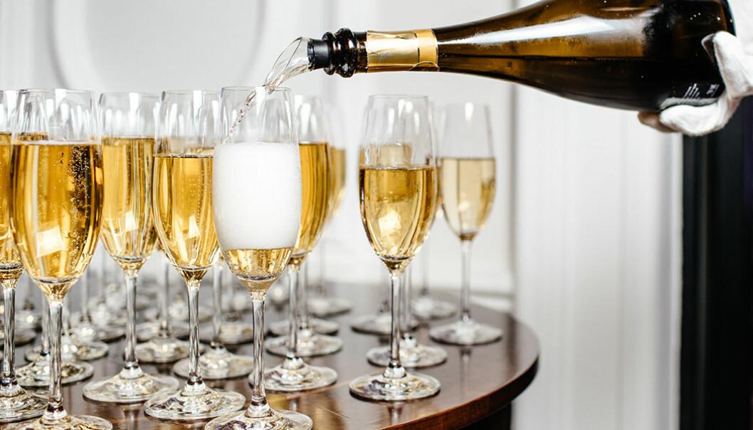 Hur många glas champagne ryms i en flaska?