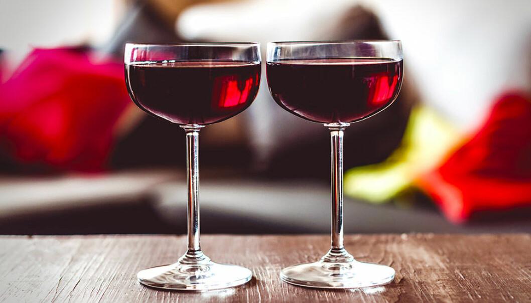Rött vin innehåller resveratrol.