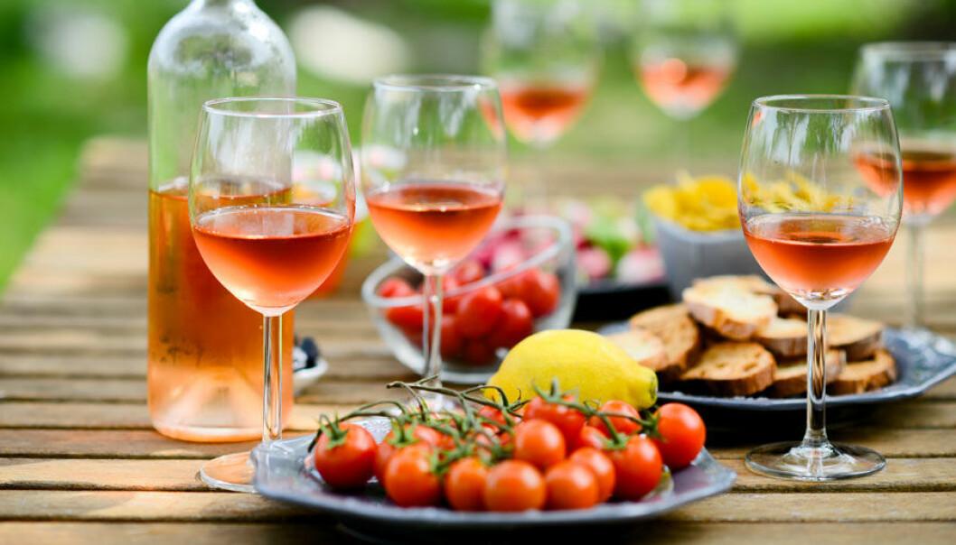 Många viner passar utmärkt till midsommarmaten.