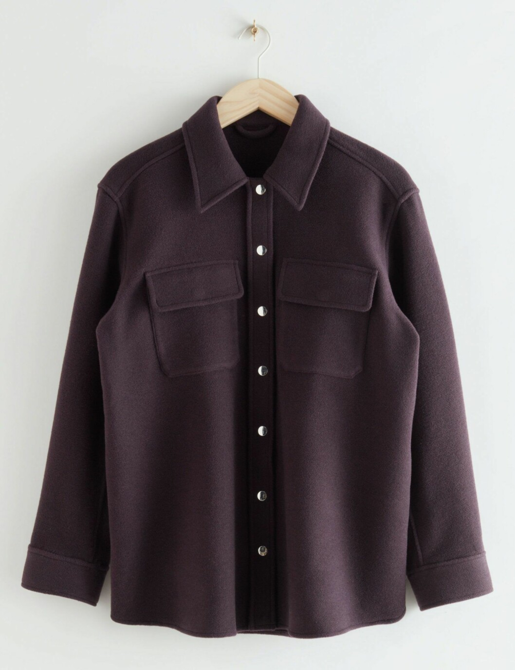 Vinröd skjortjacka från & Other stories.
