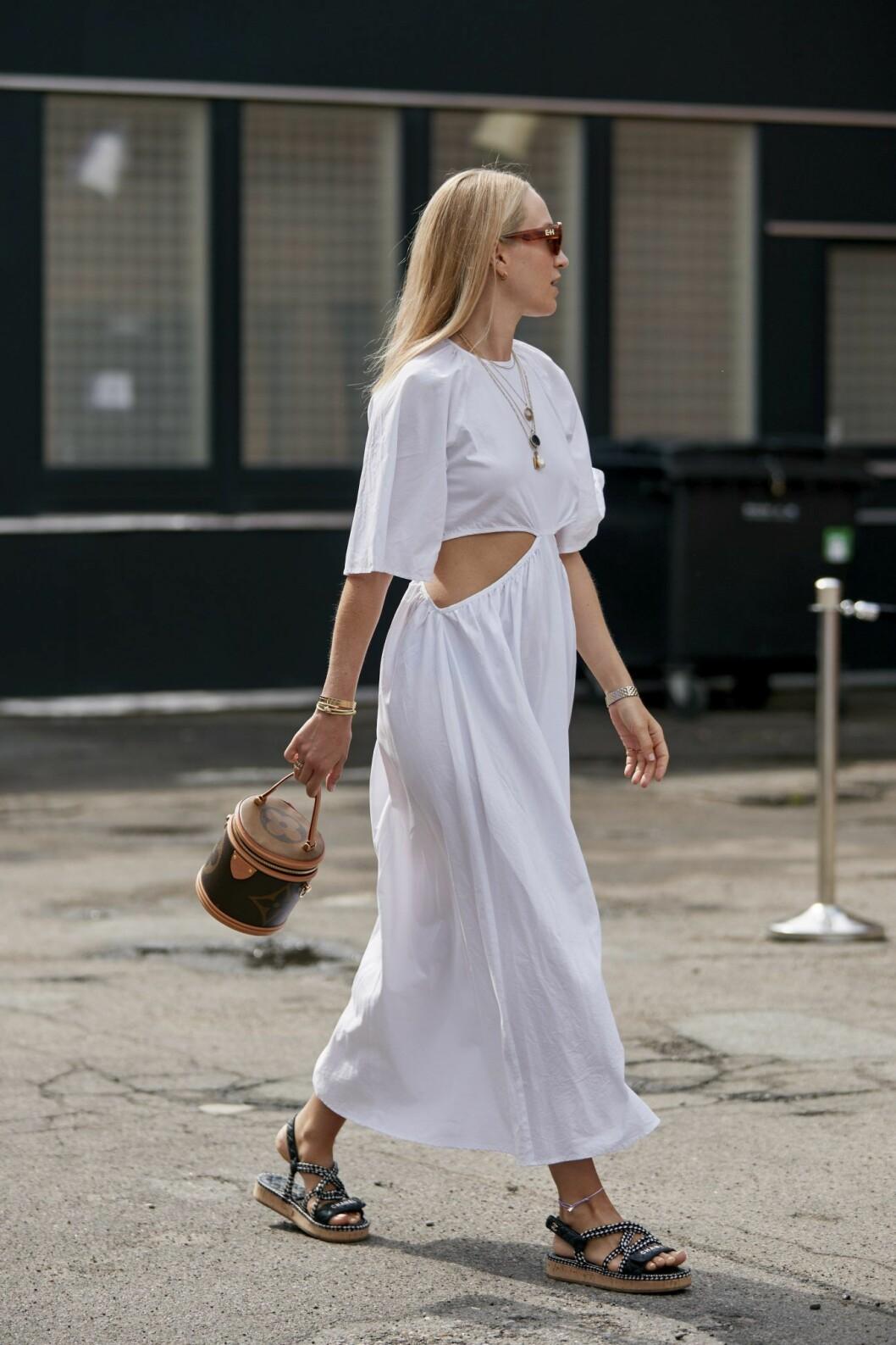 Streetstyle! Vit långklänning.