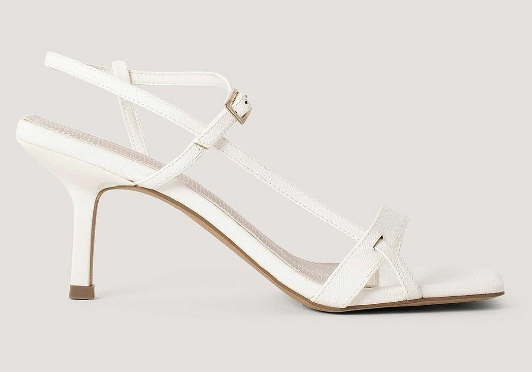 vita sandaletter med smala remmar från NA-KD.