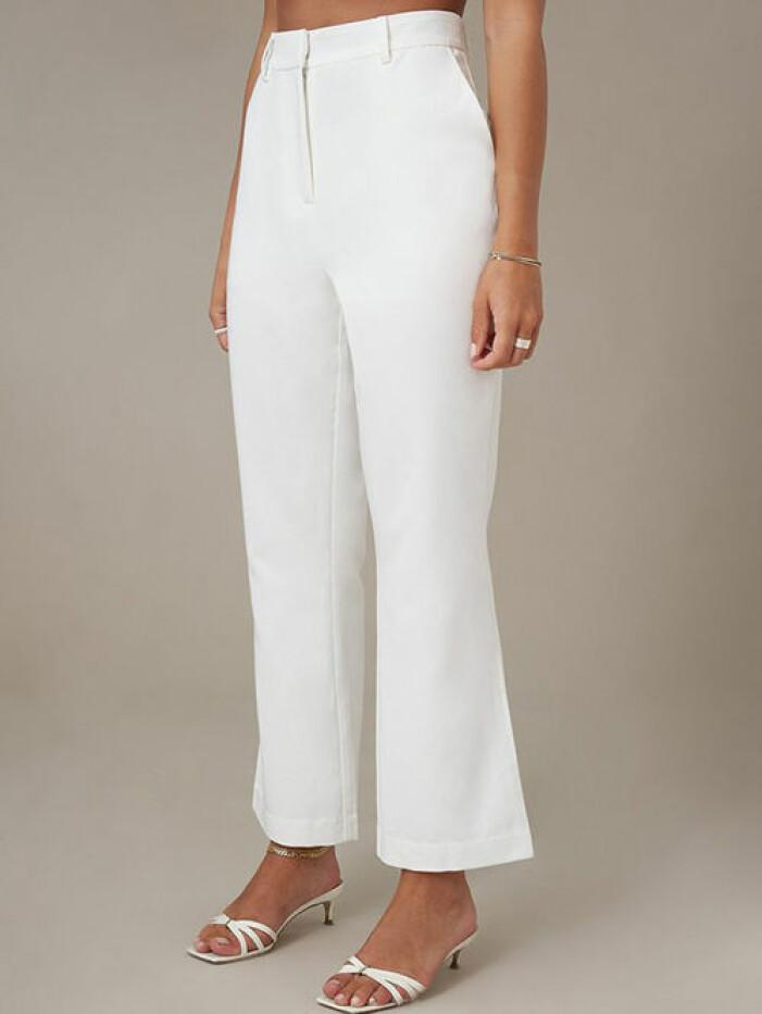 Vita kostymbyxor, Na-kd