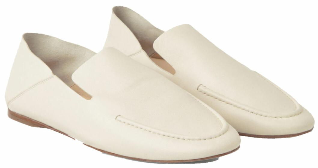 vita loafers med vikbar häl från cos.
