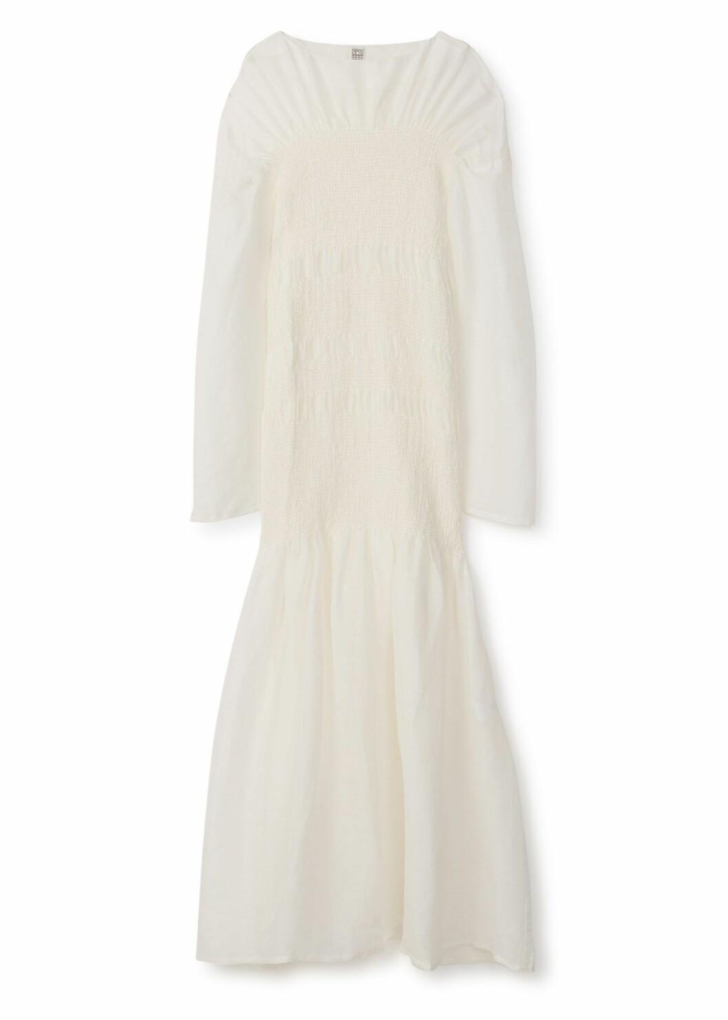 vit klänning från Totême.