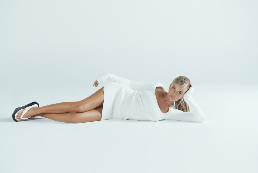 vit kort klänning från Josefine HJ x Na kd