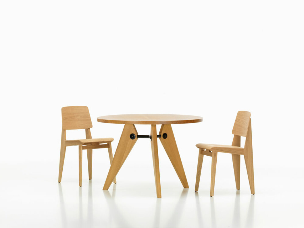 Sommarens inredningsnyheter vitra jean prouve stolar trä