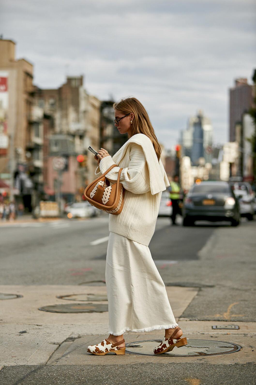 Snygg vitt look på New York Fashionweek steetstyle.