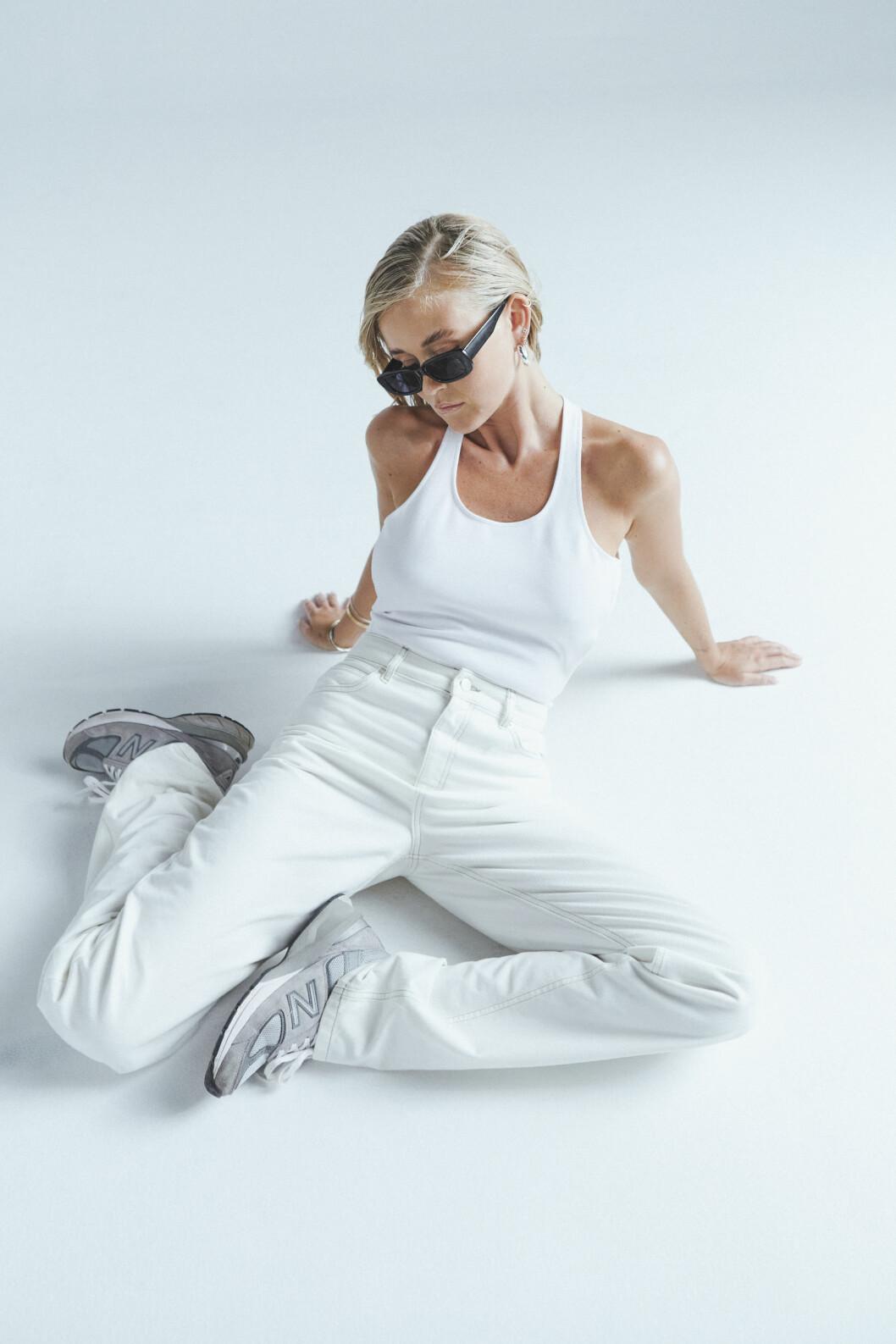 vitt linne och vita jeans från Josefine HJ x Nakd