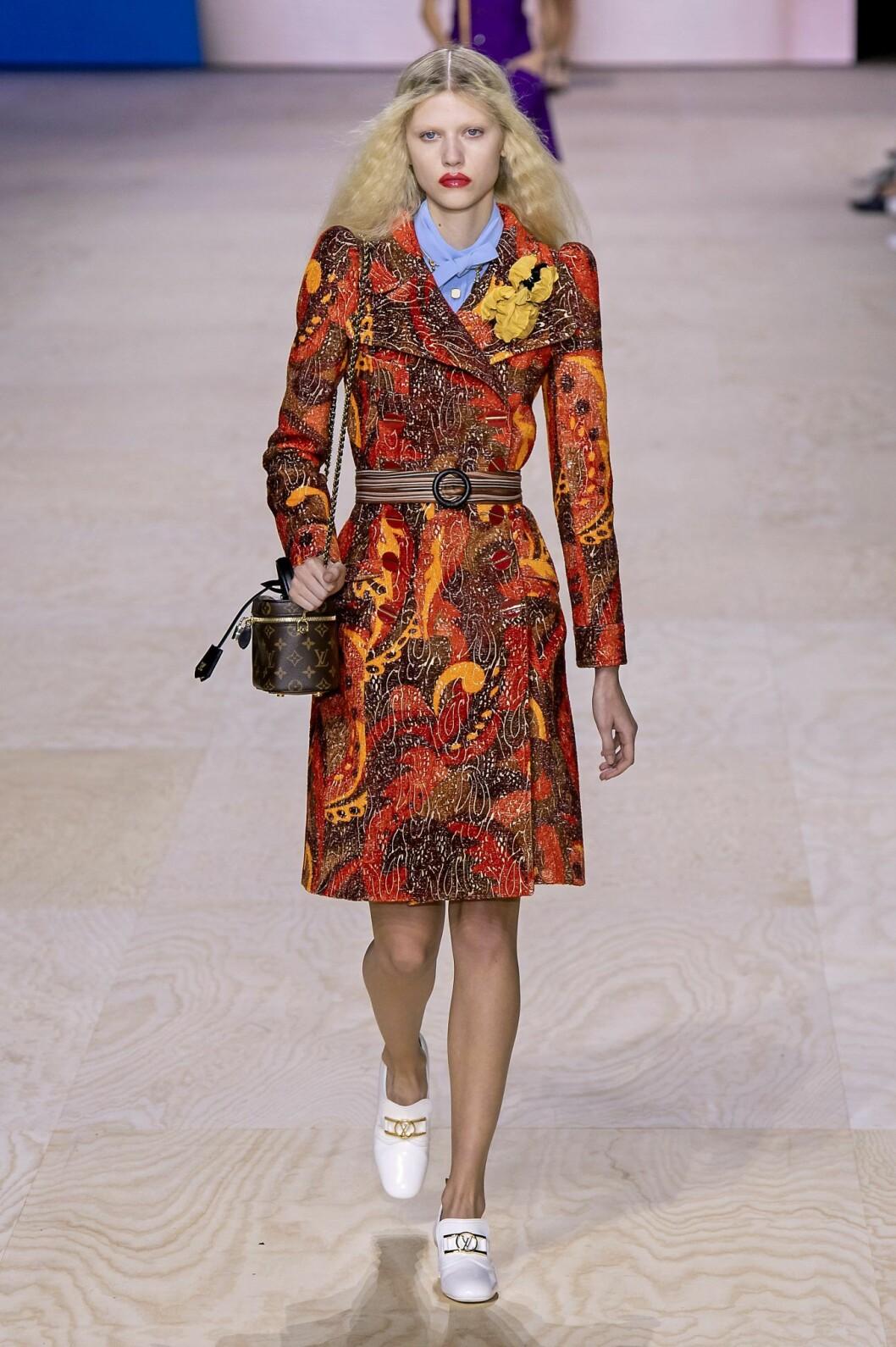 60-tals mönstrad kappa på Louis Vuittons vårvisning 2020