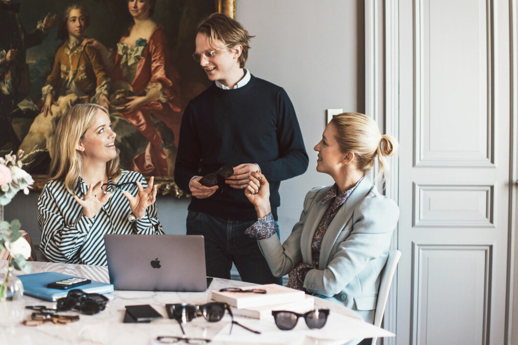 Ebba Kleberg von Sydow och Emilia de Poret jobbar med designen för Nividas x Säker Stil