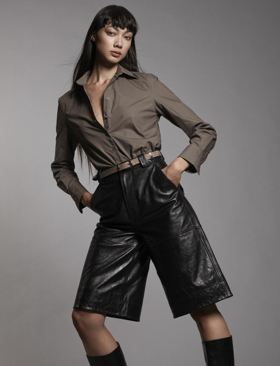 I kollektionen finns bomullsskjortor i olika modeller och färger.