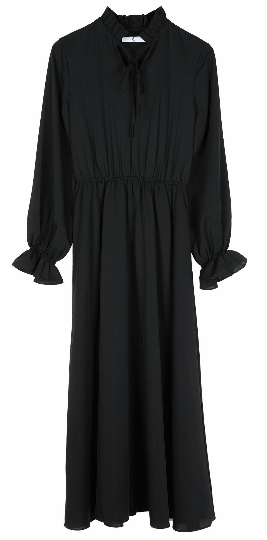 Långklänning med romantiska volangdetaljer.