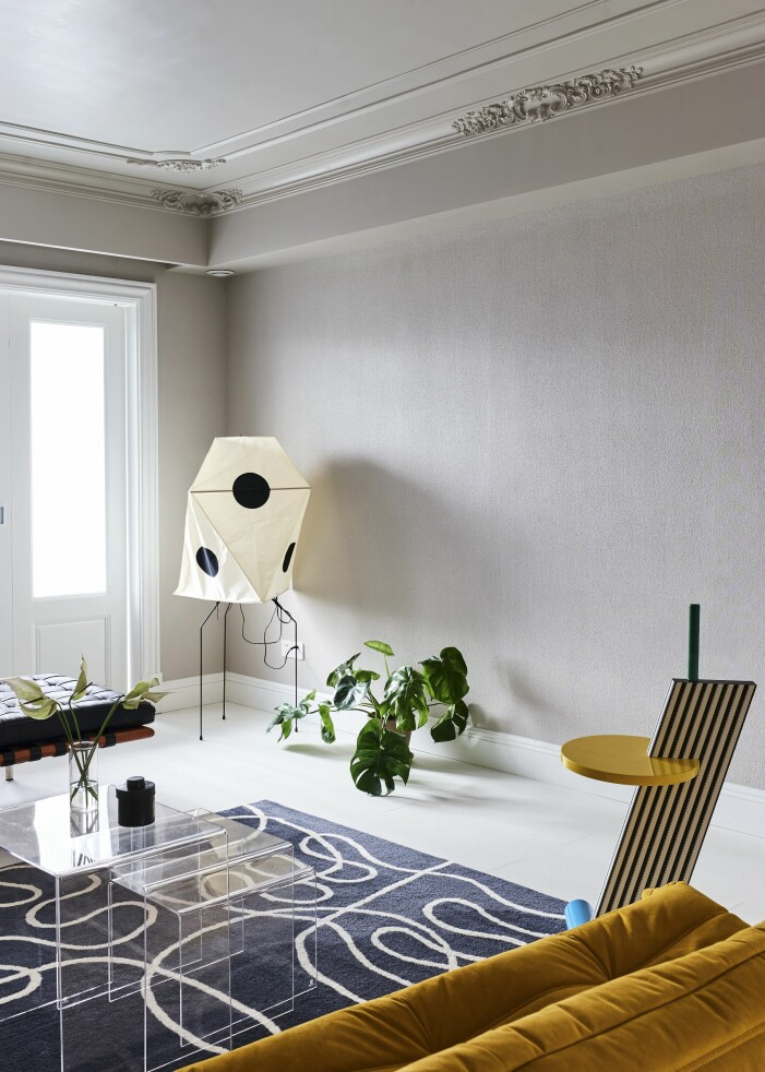 Hemma hos designern Wenbin Lee i Wuhan akarilampa vardagsrum