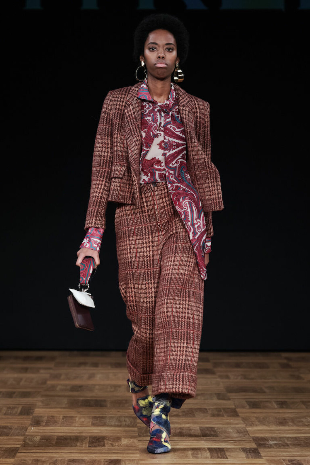 Vinröd rutig kostym från Whyred AW18.