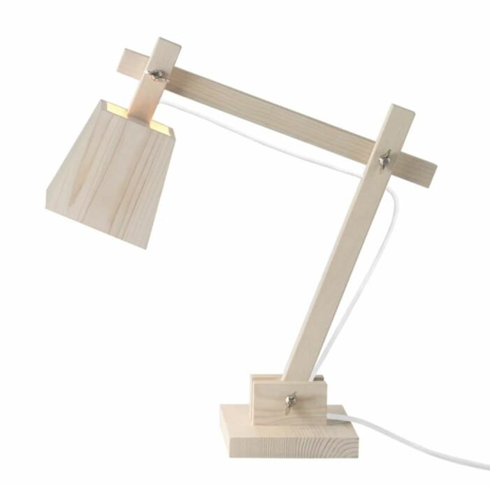 Lampa i trä från muuto