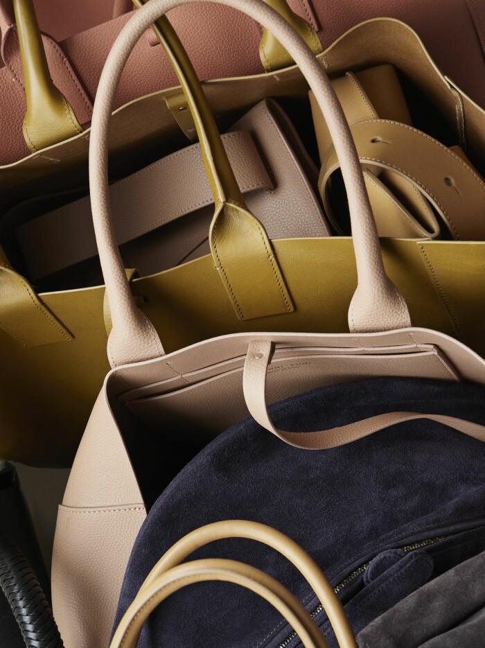 Hemma hos väskdesignern Yvonne Koné i Köpenhamn detaljer väskor
