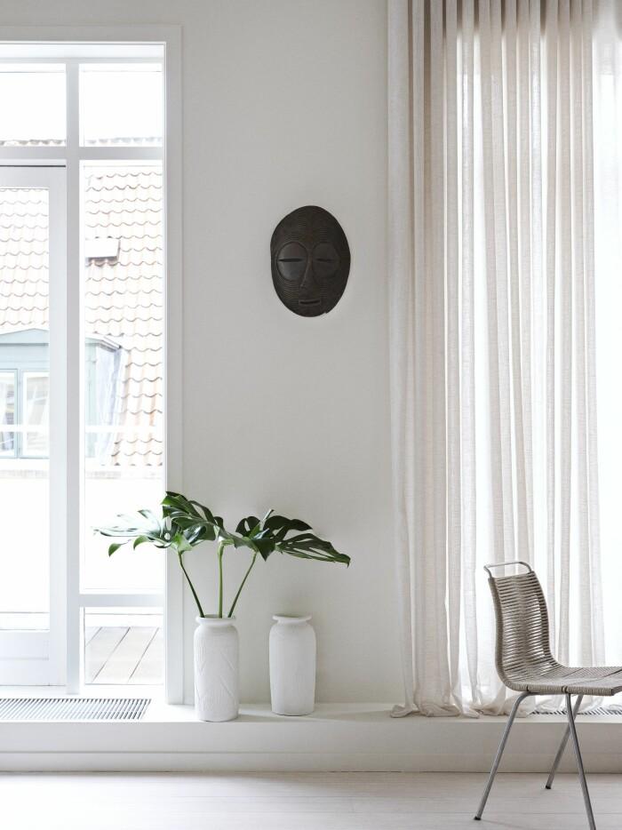 Hemma hos väskdesignern Yvonne Koné i Köpenhamn gardiner