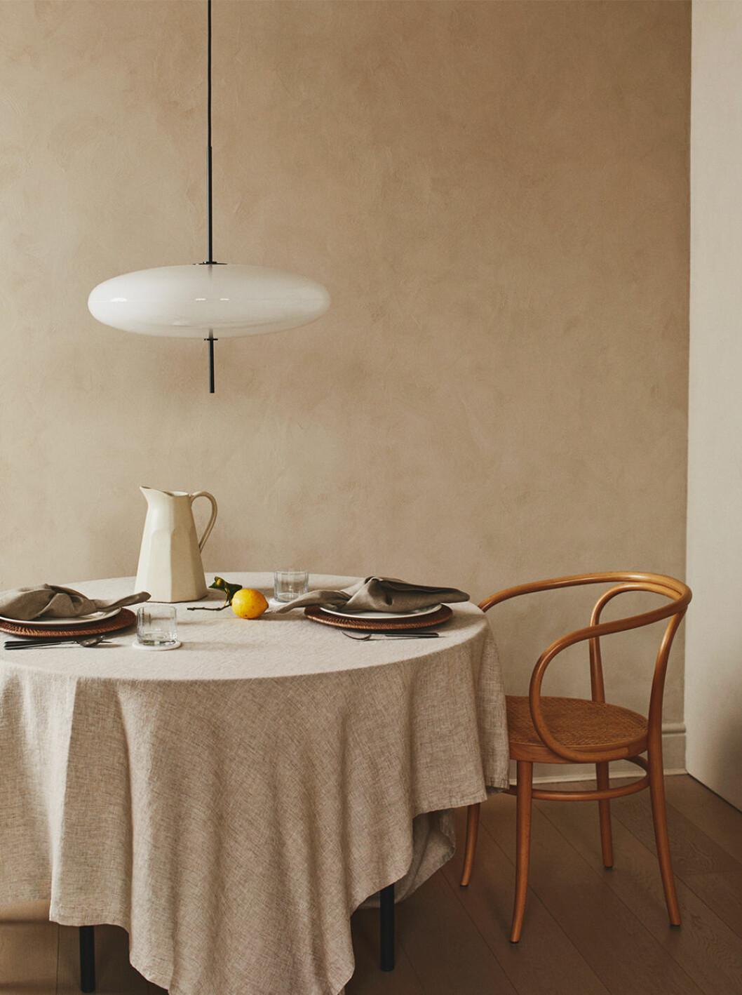 Linneduk i beige och dukning från Zara Home