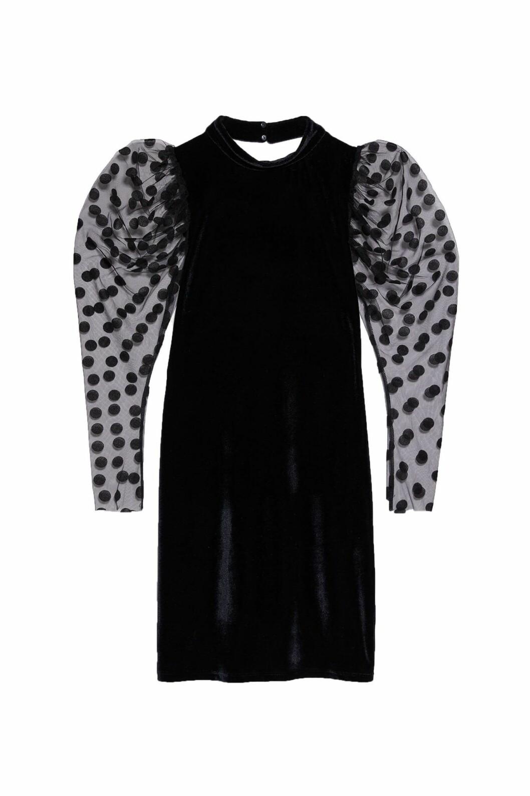 Sammetsklänning med prickiga puffärmar från Zara.