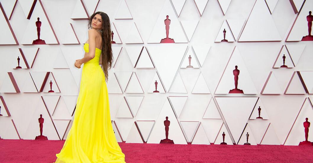 Zendaya i gul klänning på Oscarsgalan