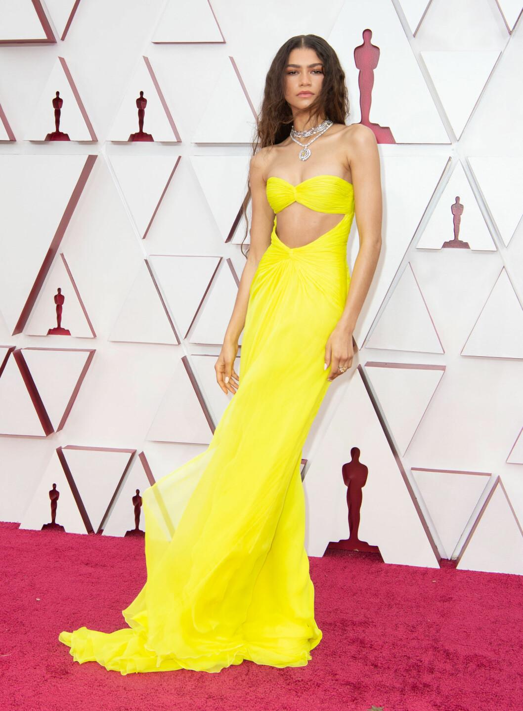 Zedanya i en gul klänning inspirerad av Cher
